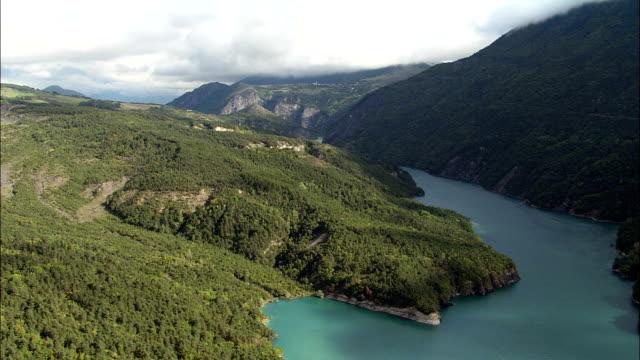 lac de monteynard-avignonet and windsurfer  - aerial view - rhône-alpes, isère, arrondissement de grenoble, france - auvergne rhône alpes stock videos & royalty-free footage