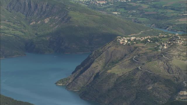 lac de serre-poncon - provence alpes cote d'azur stock videos & royalty-free footage