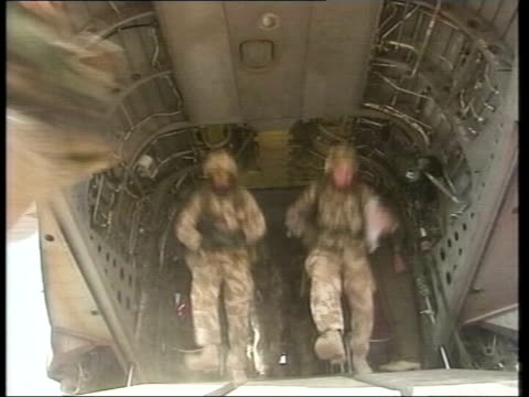 lack of kit for iraq troops/ armed forces reorganisation lib coalition troops disembarking from transport helicopter - irak stock-videos und b-roll-filmmaterial