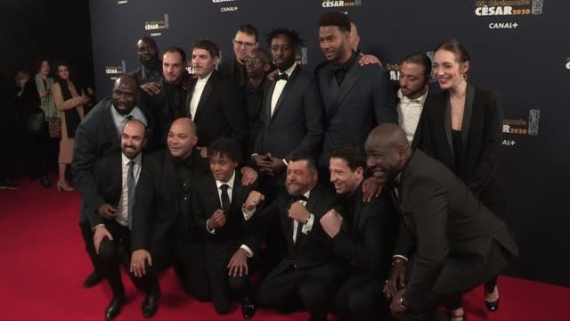 vidéos et rushes de ladj ly and members of the cast and crew of les miserables, aissa maiga, deborah françois, julien fournie and more pose for the photographers on the... - cesar