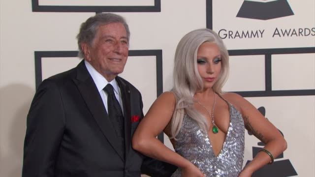 vídeos de stock, filmes e b-roll de lady gaga and tony bennett at the 57th annual grammy awards red carpet at staples center on february 08 2015 in los angeles california - tony bennett