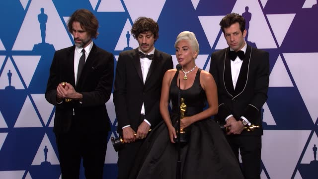 vidéos et rushes de speech lady gaga andrew wyatt anthony rossomando and mark ronson of 'a star is born' at the 91st academy awards press room at dolby theatre on... - vip