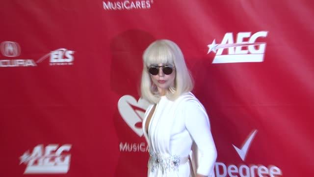lady gaga at 2014 musicares person of the year honoring carole king at los angeles convention center on in los angeles california - 2014 bildbanksvideor och videomaterial från bakom kulisserna