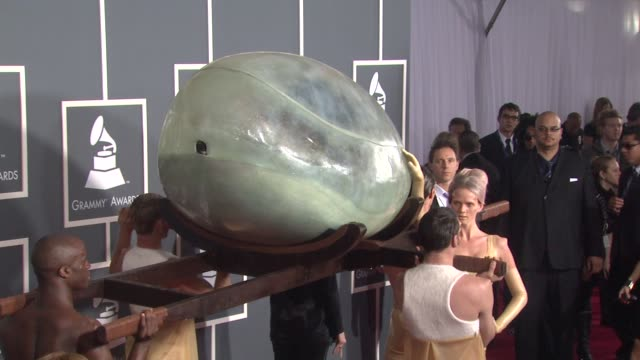 vídeos de stock, filmes e b-roll de lady gaga at the 53rd grammy awards arrivals at los angeles ca - prêmios grammy