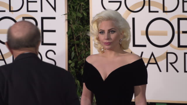 stockvideo's en b-roll-footage met lady gaga at the 73rd annual golden globe awards arrivals at the beverly hilton hotel on january 10 2016 in beverly hills california 4k - versace modelabel