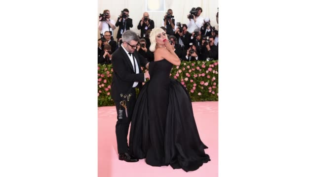 NY: The 2019 Met Gala Celebrating Camp: Notes on Fashion - GIFs