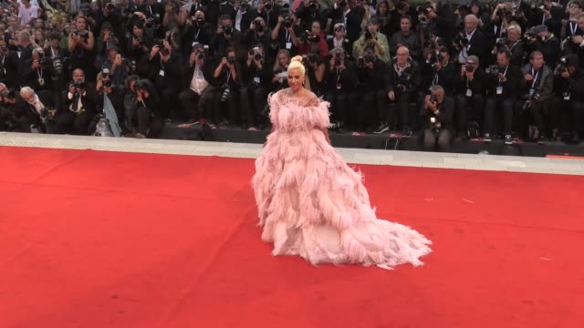 vídeos de stock, filmes e b-roll de lady gaga stuns on the red carpet for the premiere of a star is born at the venice film festival 2018 venice, italy on friday, august 31, 2018 - 2018