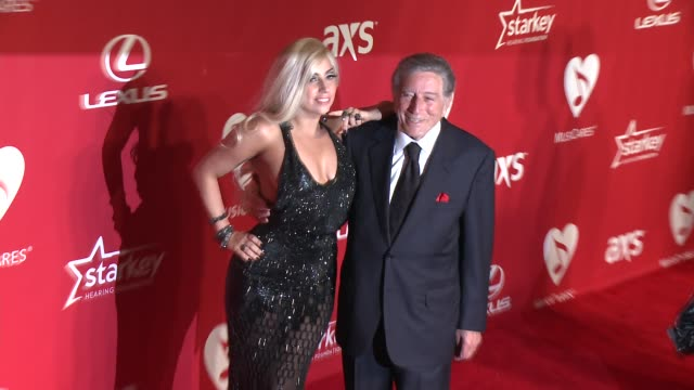 vídeos de stock, filmes e b-roll de lady gaga tony bennett at 2015 musicares person of the year gala honoring bob dylan at los angeles convention center on february 06 2015 in los... - tony bennett