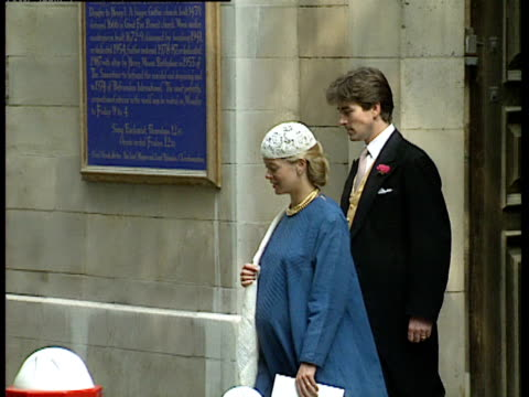 vídeos de stock, filmes e b-roll de lady helen taylor exits church and gets into car following the wedding of lady sarah armstrong jones and daniel chatto london 14th july 1994 - papel em casamento