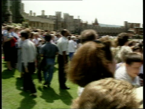 berks windsor cms lady helen windsor in wedding dress to car ms cars along drive from castle pan lr ms crowd outside st george's chapel pan lr lms... - st. george's chapel stock videos and b-roll footage