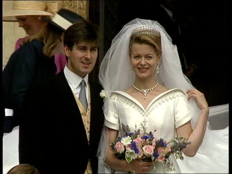 berks windsor ms lady helen windsor out of church with new husband tim taylor cms boy looking from window cms lady helen and tim taylor standing for... - 英格蘭 個影片檔及 b 捲影像