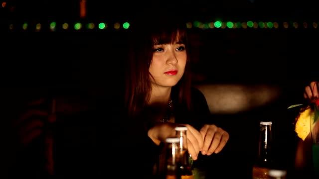 vídeos y material grabado en eventos de stock de señora en una fiesta al aire libre - coreano oriental