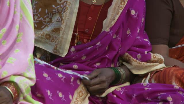 vídeos de stock e filmes b-roll de lady in sari holding beaded necklaces - só mulheres de idade mediana