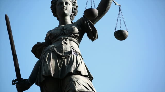 pan tu lady justice holding balance scales  - weight scale stock videos & royalty-free footage