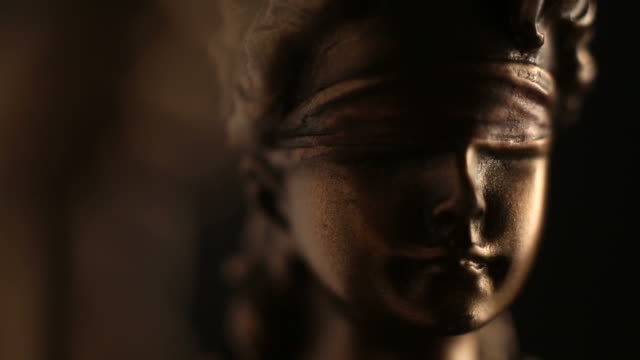 lady justice statue close up - tapparella video stock e b–roll
