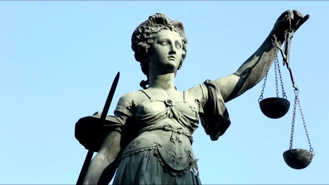 lady justice - richter stock-videos und b-roll-filmmaterial