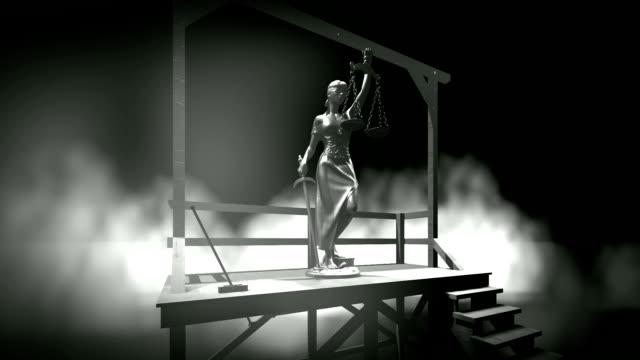 lady der gerechtigkeit am galgen hängend - hanging gallows stock-videos und b-roll-filmmaterial