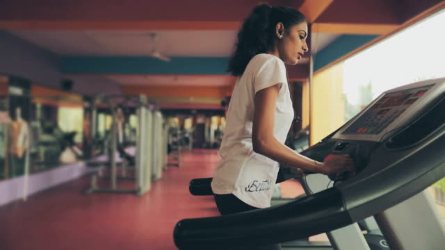 lady on treadmill - routine stock videos & royalty-free footage