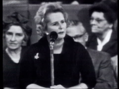 vidéos et rushes de lib lady thatcher along during election campaigning pull out lady thatcher along with others around pan lib int b/w margaret thatcher speech sot this... - chiffon