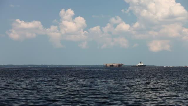 vidéos et rushes de lage bateaux sur la rivière - cumulonimbus