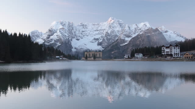 lago di misurina in the dolomites, italy. - alpi video stock e b–roll