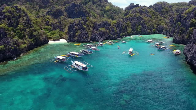 lagoon in palawan - filippine video stock e b–roll