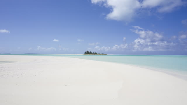 tl ws lagoon near island of aitutaki/ rarotonga, new zealands - aitutaki lagoon stock videos & royalty-free footage