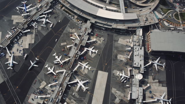 laguardia airport aerial - queens stock-videos und b-roll-filmmaterial