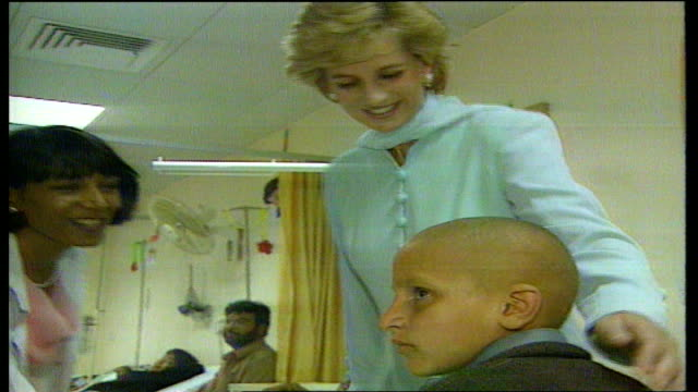 vídeos y material grabado en eventos de stock de lahore: princess diana visiting cancer hospital with imran khan & wife jemima princess diana holding young cancer victim on lap - pakistán