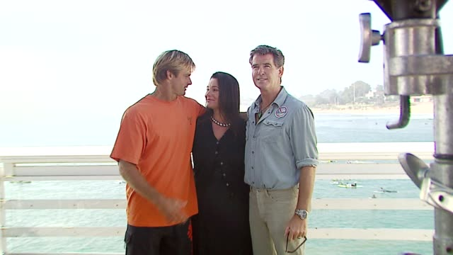 laird hamilton keely shaye smith and pierce brosnan at the a day at the beach paddle out protest at malibu beach in malibu california on october 22... - keely shaye smith and pierce brosnan stock videos & royalty-free footage