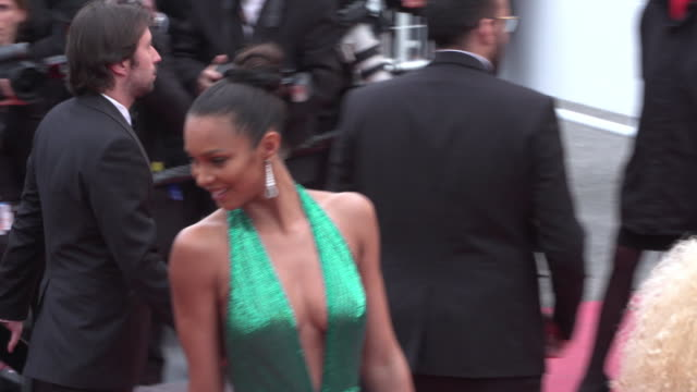 vidéos et rushes de lais ribeiro shines on the red carpet of solo a star wars story in cannes - star wars titre d'œuvre