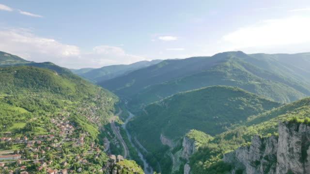 vídeos de stock, filmes e b-roll de lakatnik - bulgária