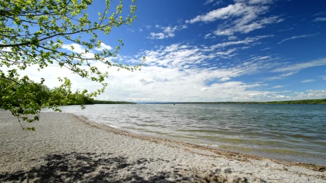 Lake Ammersee in spring, Inning Stegen, Fuenfseenland, Upper Bavaria, Bavaria, Germany
