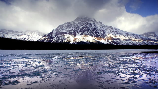 vidéos et rushes de lake and ice reflecting rocky mountains, banff, canada - canada