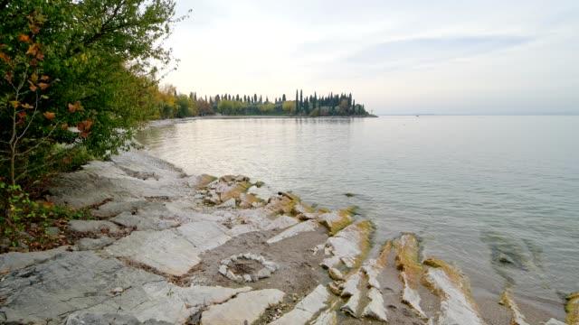 lake bay in autumn, baia delle sirene, garda, lake garda, lago di garda, veneto, italy - lago stock videos & royalty-free footage