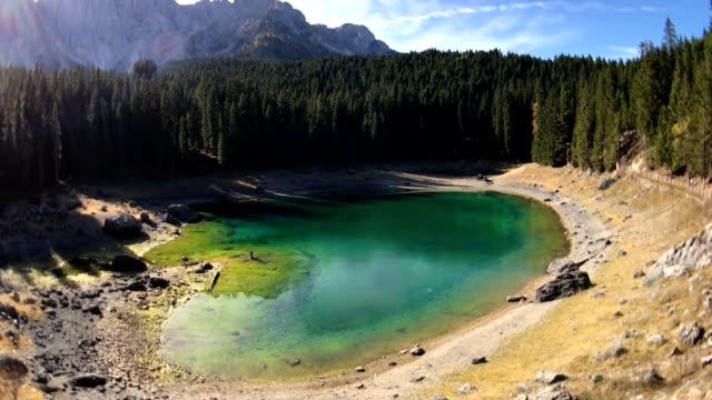 カレッツァ湖西部ドロミテイタリア - トレンティーノ点の映像素材/bロール