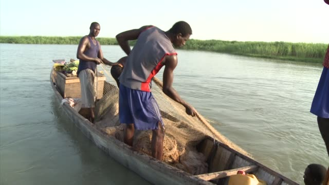 stockvideo's en b-roll-footage met lake chad africa's fourth largest lake has shrunk by 90 percent in the last 25 years ndjamena chad - meer dan 50 seconden