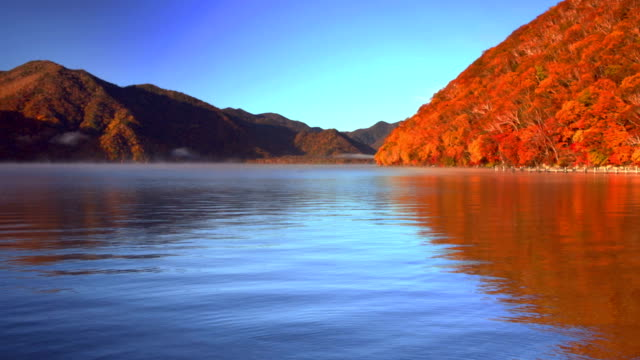Lago Chuzenji, Giappone in autunno all'alba