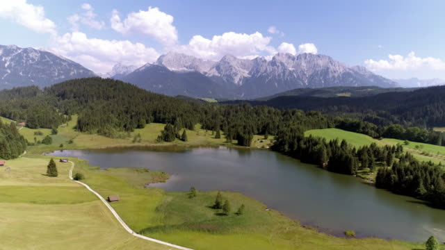 Lake Geroldsee und Karwendelgebirge in Oberbayern