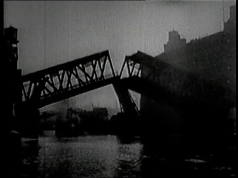 vidéos et rushes de 1919 montage lake grande ocean liner leaving port in chicago / illinois, united states - 1910 1919