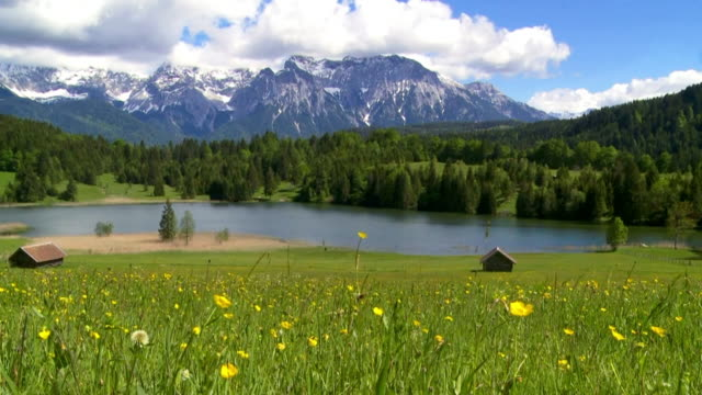 vídeos de stock e filmes b-roll de lake in alpine landscape cinemagraph - prado