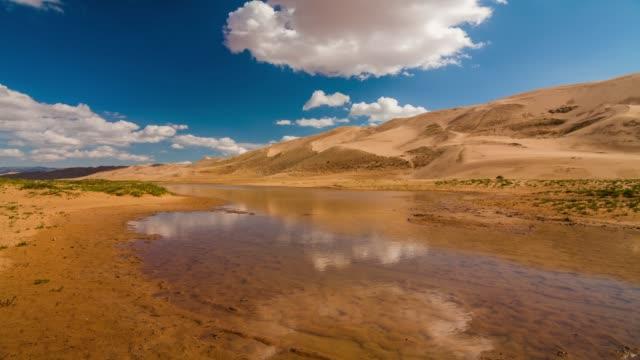 vidéos et rushes de lake in the gobi desert - désert de gobi