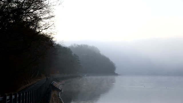 lake kawaguchiko in winter - satoyama scenery stock videos & royalty-free footage