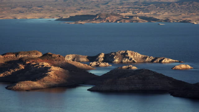 lake mead islands view from above - ネバダ州クラーク郡点の映像素材/bロール