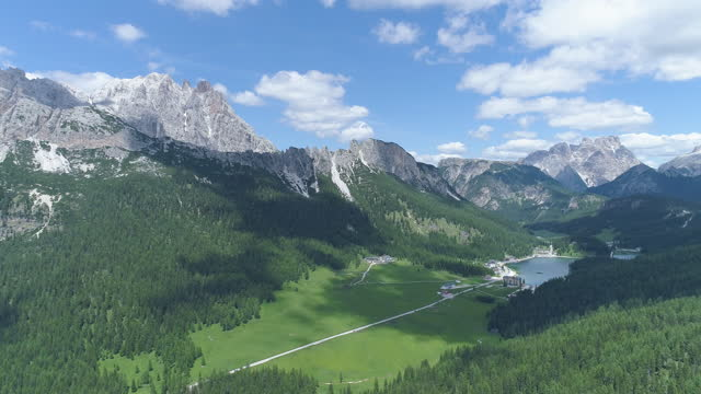 lake misurina and dolomites / the italian alps, italy - dramatic landscape stock videos & royalty-free footage