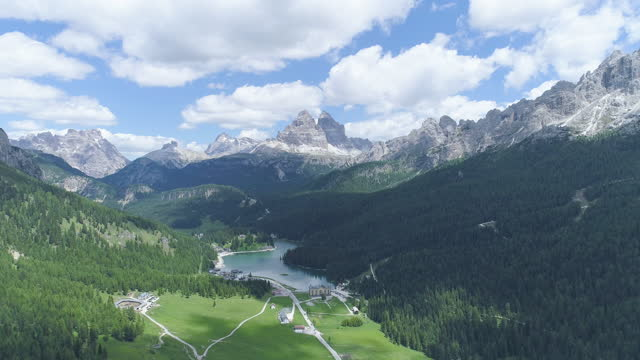 lake misurina and tre cime di lavaredo (three peaks of lavaredo) in dolomites / the italian alps, italy - valley stock videos & royalty-free footage