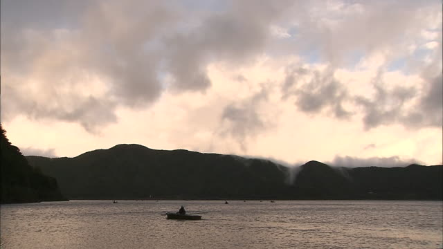 lake motosu japan - 山梨県点の映像素材/bロール