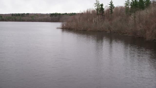 vídeos y material grabado en eventos de stock de lake north of new haven, connecticut. shot in november 2011. - artbeats