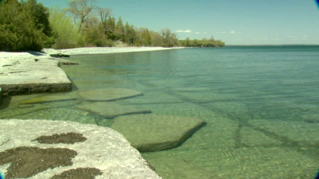 ms pan lake ontario limestone shoreline, prince edward point, ontario, canada - lake ontario bildbanksvideor och videomaterial från bakom kulisserna