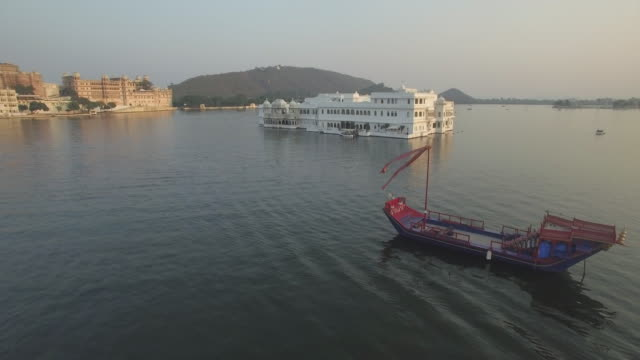 Lake Pichola and the City Palace in Udaipur, Rajasthan, India